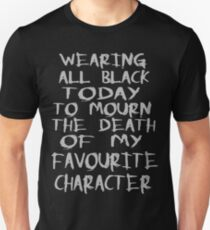 Camiseta ajustada vestida de negro para llorar la muerte de mi personaje favorito