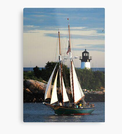 Thomas E. Lannon sails past Ten Pound Island Light Metal Print
