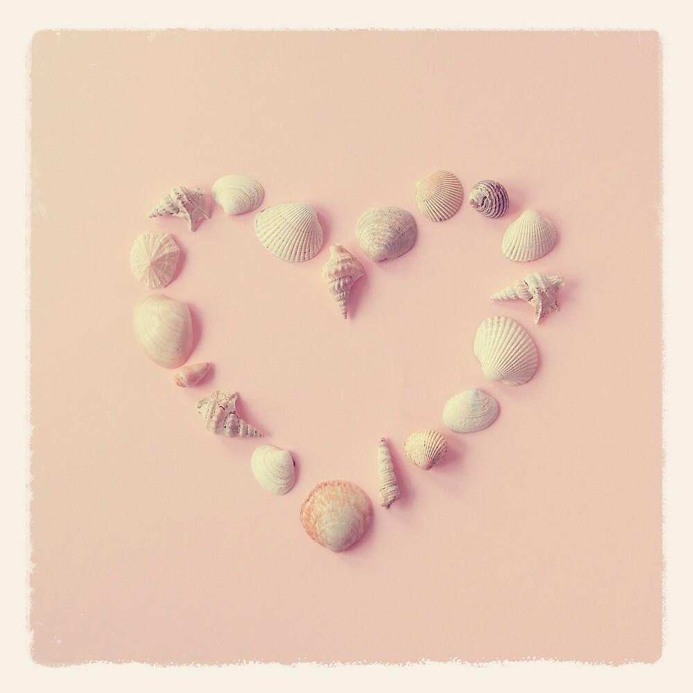 Seashell Heart by mariakallin