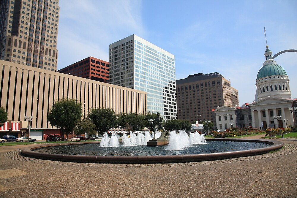 St. Louis - Fountain and Old Courthouse by Frank Romeo