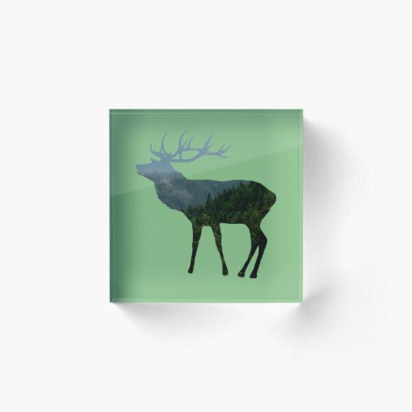 Hirsch mit Wald, Bäumen und Bergen Acrylblock