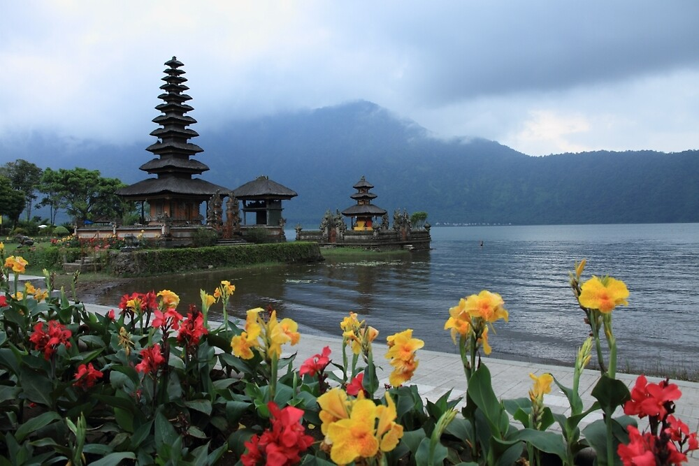 Ulun Danu Beratan Temple, Bali by jhueilee