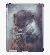 Holy Otter in space iPad-Hülle & Klebefolie