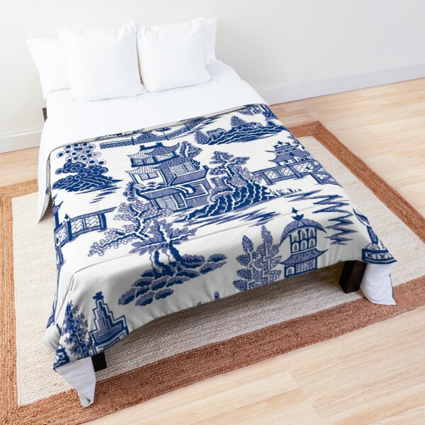 Blue Willow Ancient Ming China - Blue And White Chinoiserie  Comforter