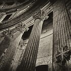 All'interno del Pantheon - Roma  by Andrea Rapisarda