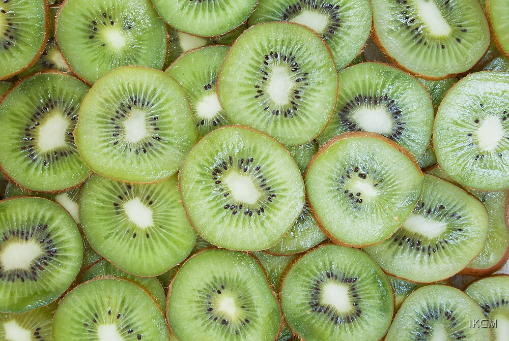 Slices of fresh ripe kiwi by IKGM
