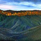 BLUE MOUNTAINS-AUSTRALIA by Wayne Dowsent