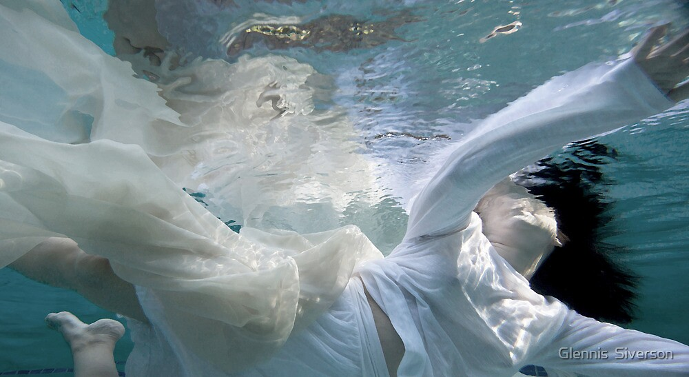 Submerged V by Glennis  Siverson