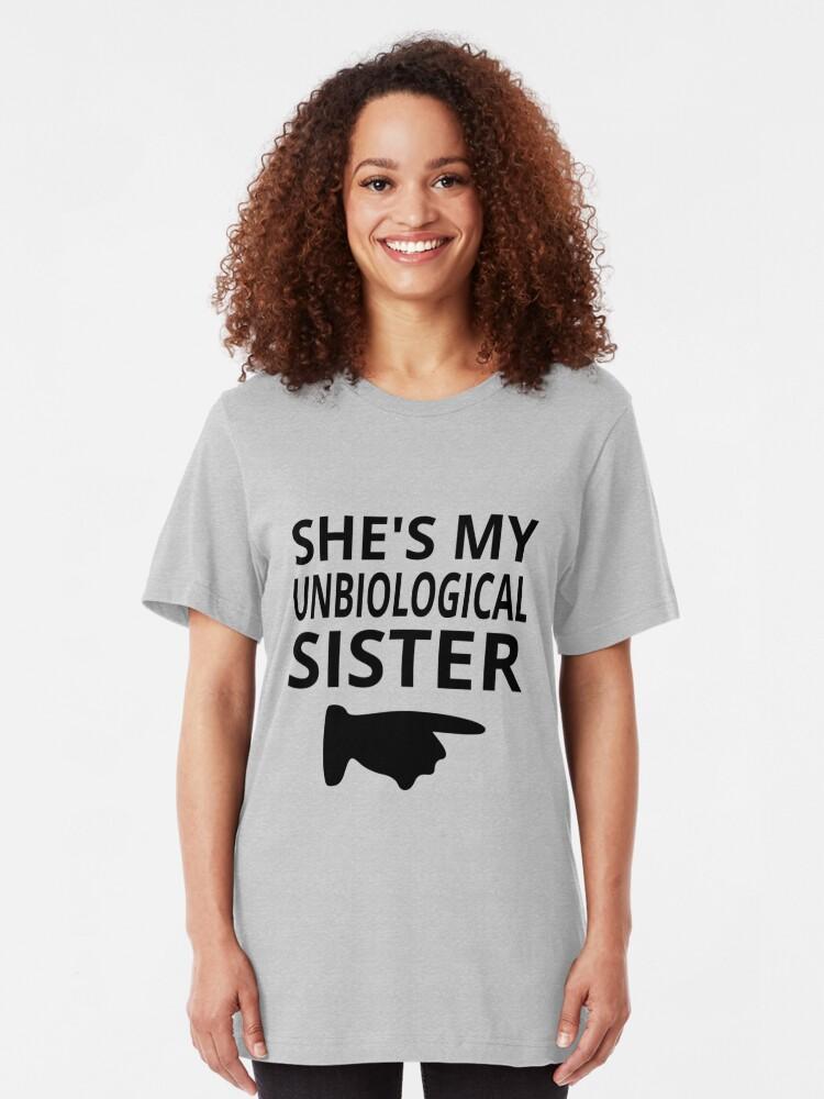 Sie ist meine unbiologische Schwester T-Shirt von