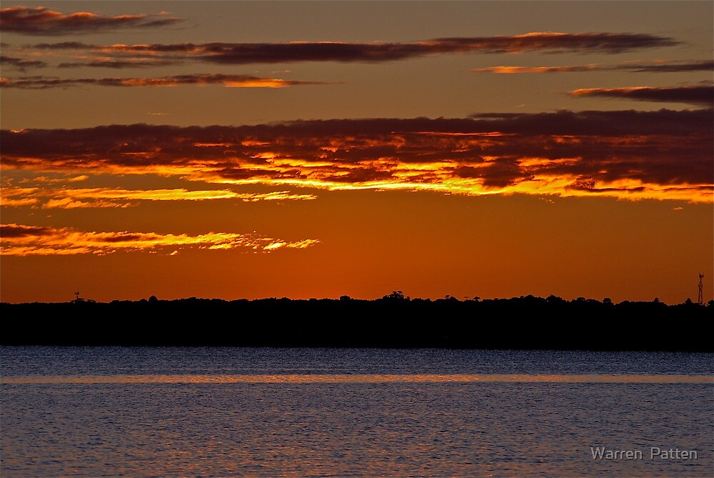 Sunrise Downunder. 25-3-11. by Warren  Patten