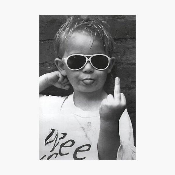 Niño sacando la lengua - Lámina fotográfica