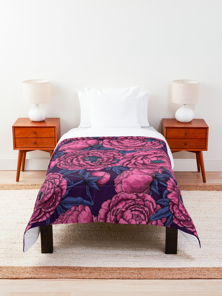 Alternate view of Pink peony bouquet Comforter
