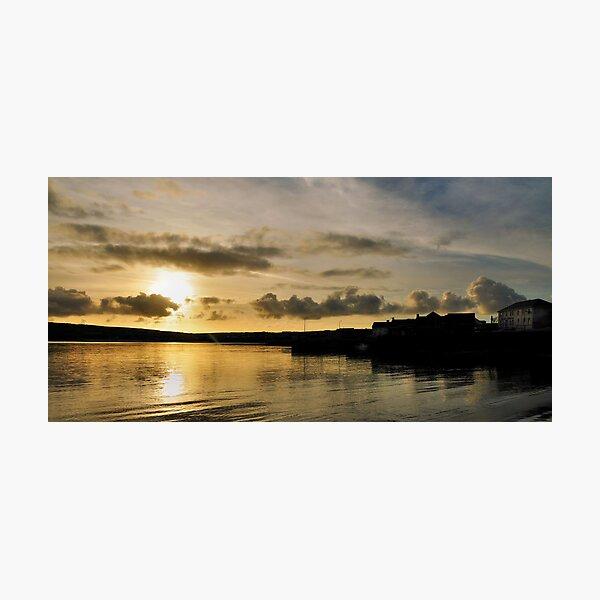 setting sun.. Photographic Print