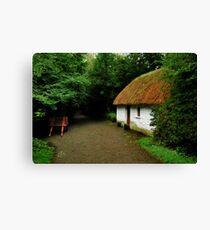 thatched cottage.. Canvas Print