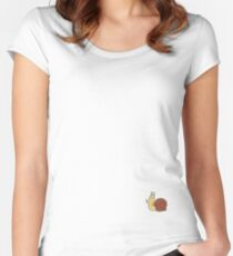 A Subtle Guest Women's Fitted Scoop T-Shirt