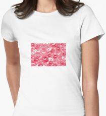 Hearts and Kisses Tailliertes T-Shirt für Frauen