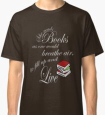 She reads books to live book lover Classic T-Shirt