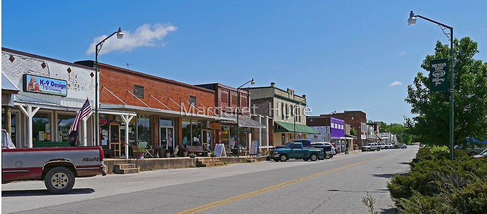 town centre, Mountain View, Missouri, USA by Margaret  Hyde