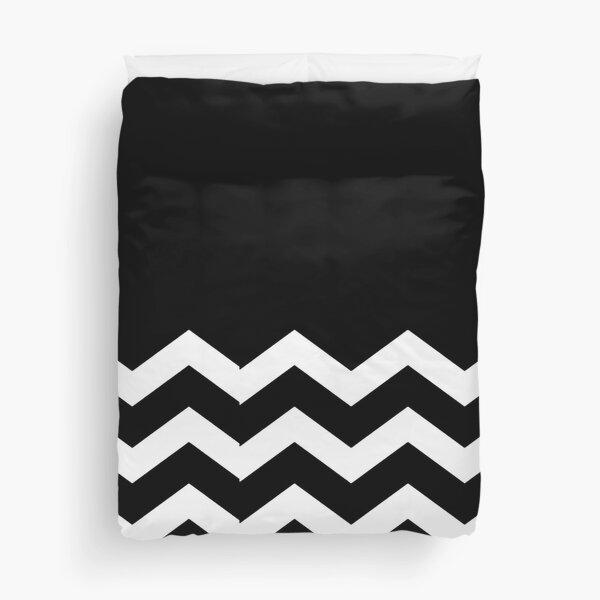WHITE AND BLACK CHEVRON ZIG ZAG  HALF TONE PATTERN - BY OZCUSHIONSTOO Duvet Cover