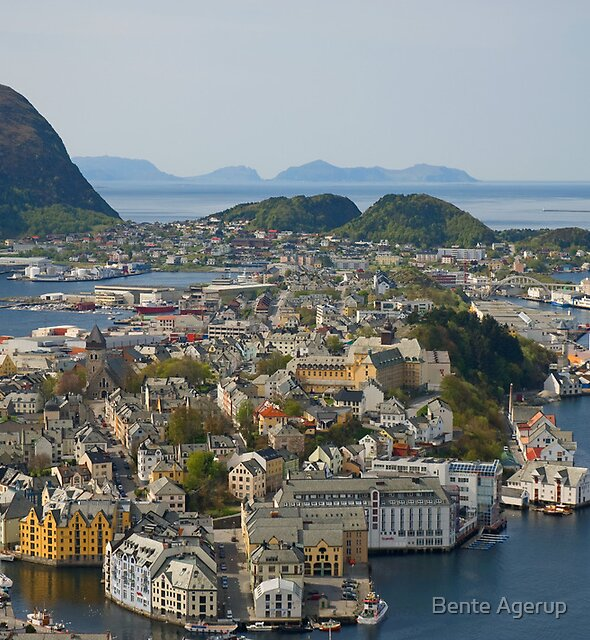 Beautiful city in Norway by Bente Agerup