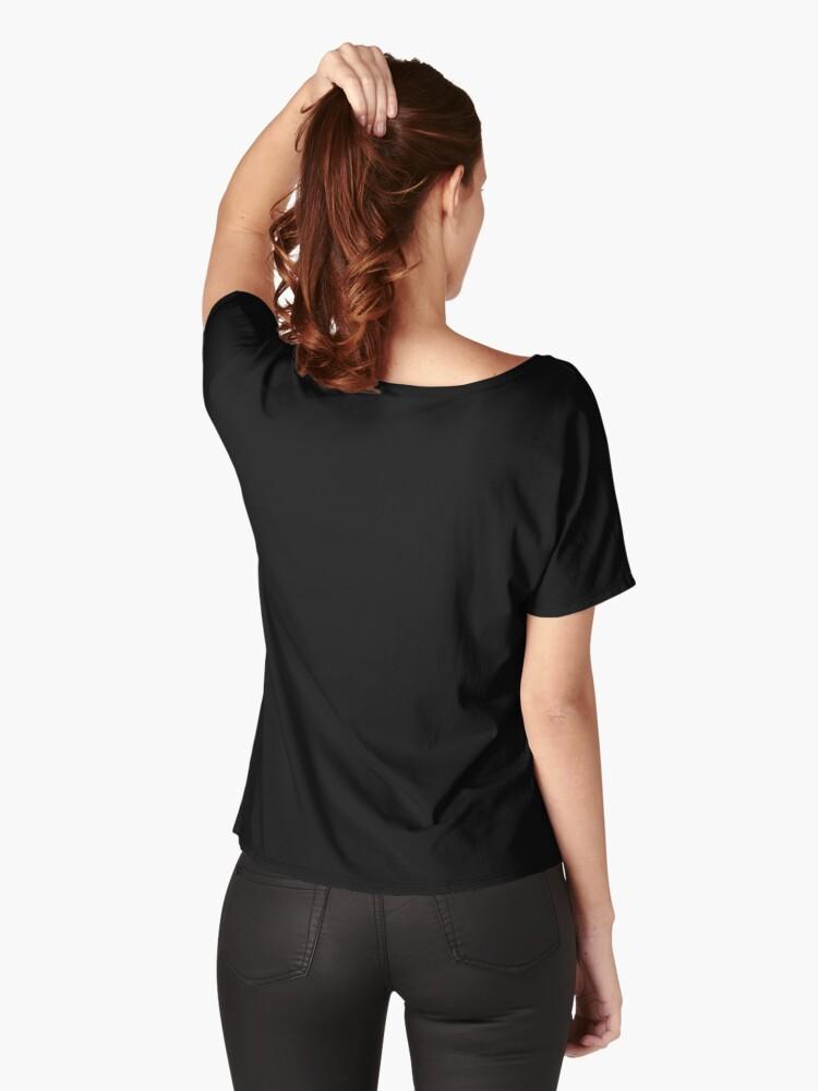 T-shirt coupe relax '' avec un crâne humain et bélier dans un cadre botanique.': autre vue